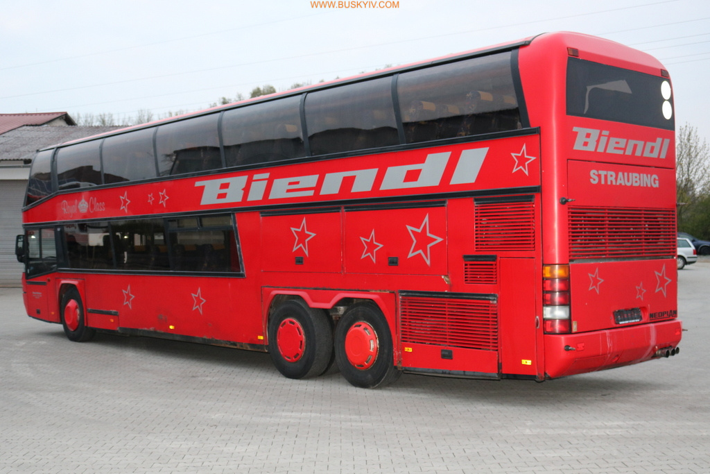 2001_neoplan122l_red_3